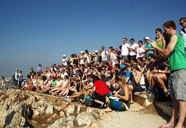 Ungdom samlet på Golanhøyden